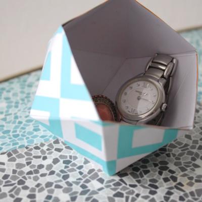 Mini-Sonntags-DIY: Faltschachtel für den Nachttisch