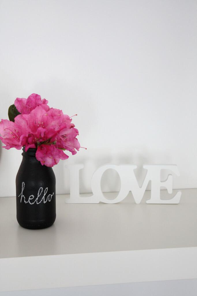 upcycling vasen aus flaschen mit tafelfarbe rosy grey diy blog lettering m nchen. Black Bedroom Furniture Sets. Home Design Ideas
