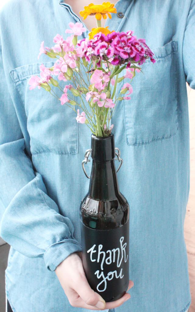 Blumen verschenken verpacken glasflaschen upcycling