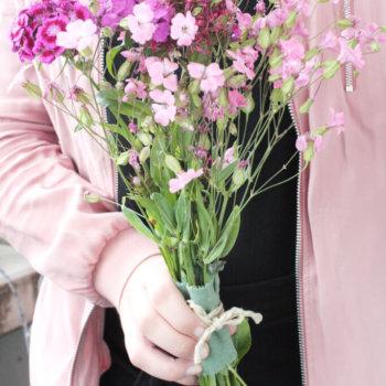 Blumen verpacken