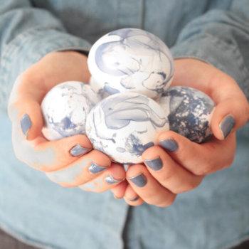 Ostereier dekorieren Marmor