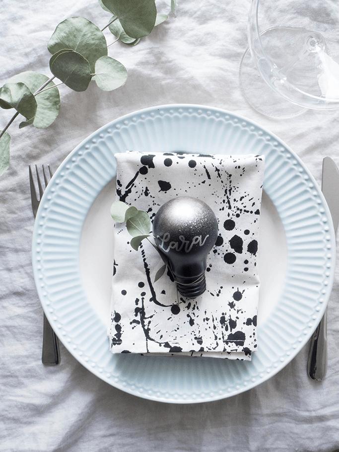 Platzkarten Aus Gluhbirnen Moderne Tischdeko 6 Rosy Grey Diy