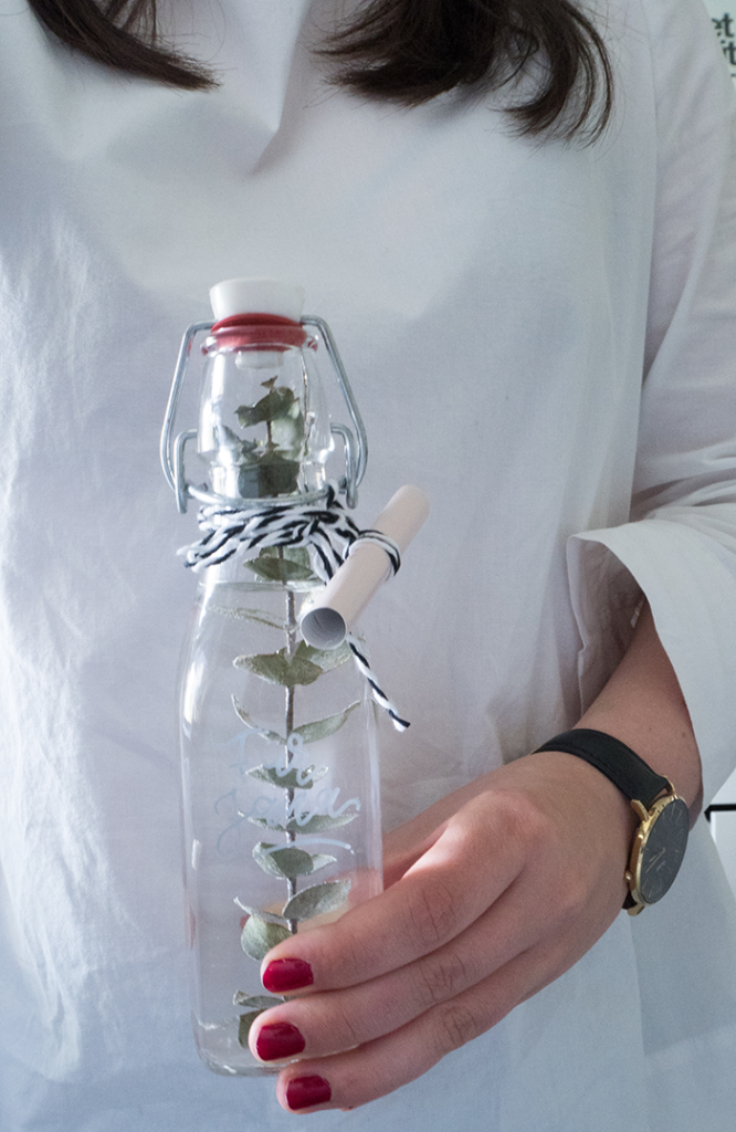 Gutschein verschenken im Skandinavischen Stil Flasche DIY Blog München