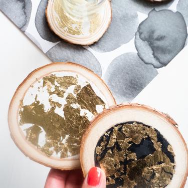 Untersetzer selbermachen aus Holzscheiben mit Blattgold DIY Blog