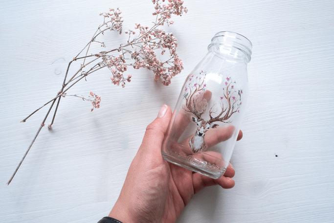 Vase verzieren mit temporären Tattoos auf Glas